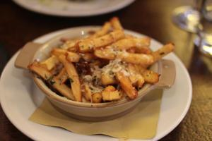 Parsnip chips with manchego